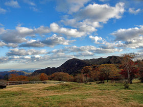 大笹牧場から遠望の紅葉