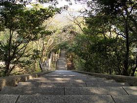 鋸山の石階段