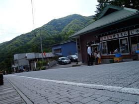 榛名神社入口前の坂道