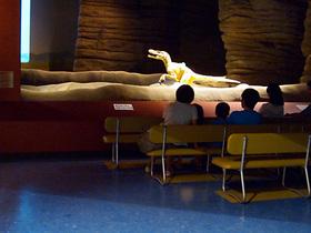 ライブシアター「よみがえる恐竜たち」