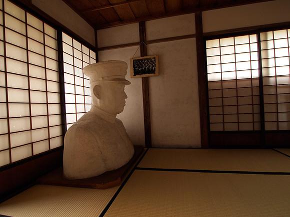 山本元帥の胸像