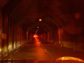 奥只見シルバーライン 秘密基地のようなトンネル内