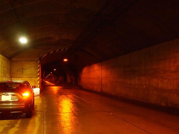 奥只見シルバーライン トンネル内の待避所より