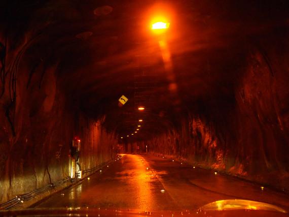 奥只見シルバーライン 岩がむき出しのトンネル