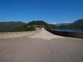 奥只見湖 ダムの天端