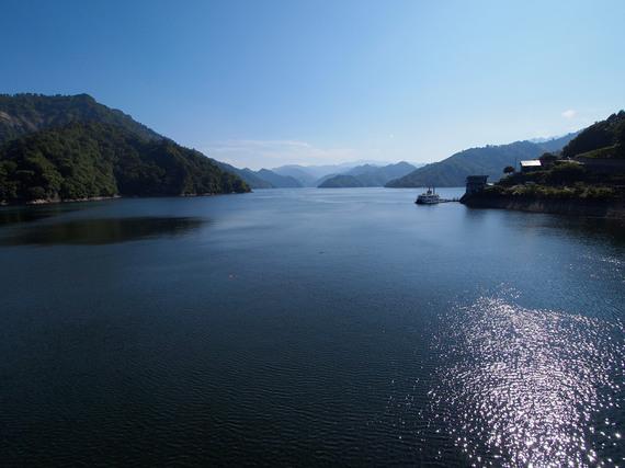 奥只見湖と遊覧船
