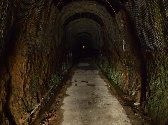 中山隧道の中