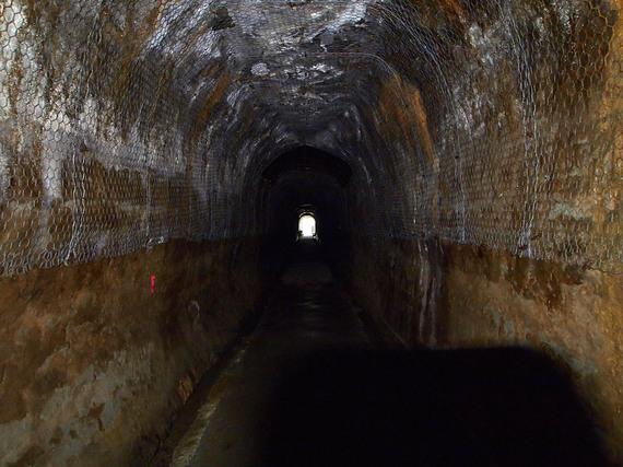 中山隧道の中から出入り口方面