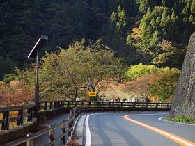 R411で峰谷橋の交差点へ