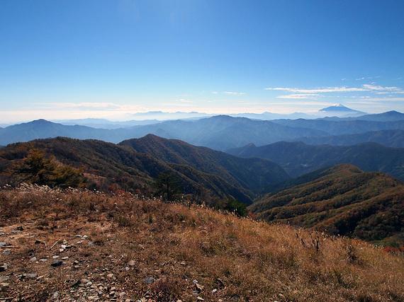 鷹ノ巣山頂上からの遠望