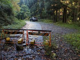 林道御岳線の路肩に駐車