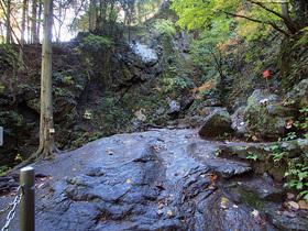 七代の滝近付近の通路
