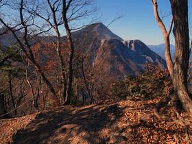 焼山山頂スペースから武甲山の眺望