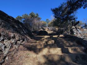 日の出山 山頂直下の階段