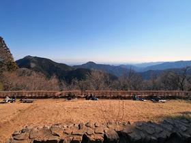 長尾平の展望台前の風景