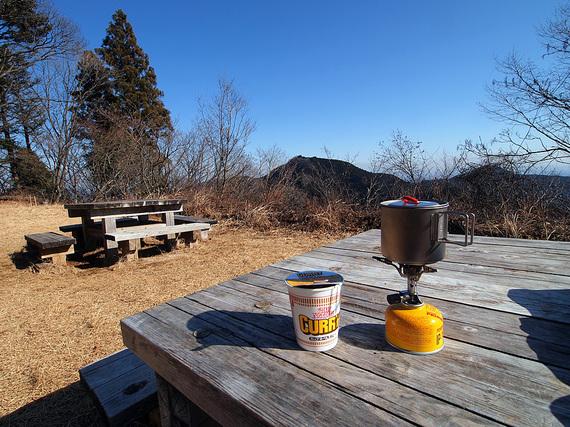 長尾平の休憩所最前列のテーブル