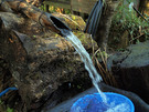 峠の茶屋の水場