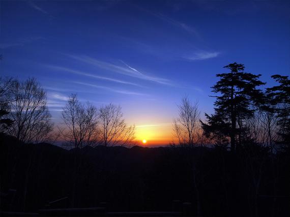 雲取山荘前から望む日の出