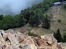 岩の下り斜面