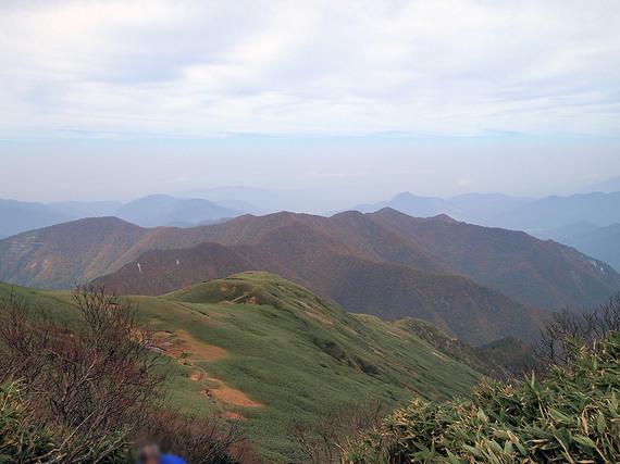 平標山頂から北側の遠望