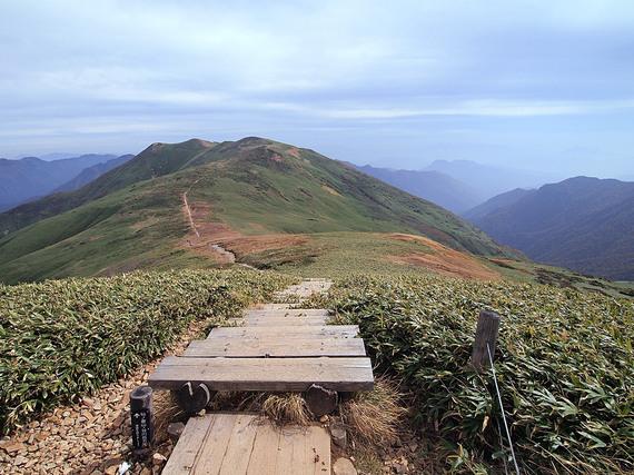 平標山頂から東側(仙ノ倉山)の遠望