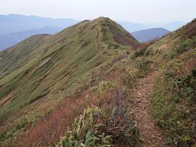 平標山頂から西側の遠望