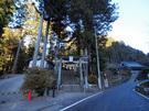都道201号沿いの養澤神社