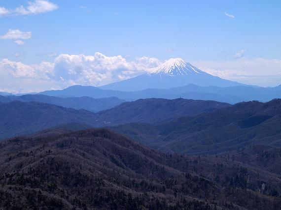 奥秩父主脈縦走路から富士山の眺め