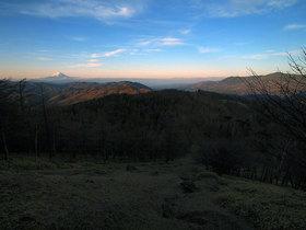 早朝、笠取山中腹からの展望