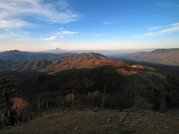 笠取山直登斜面と富士山を望む