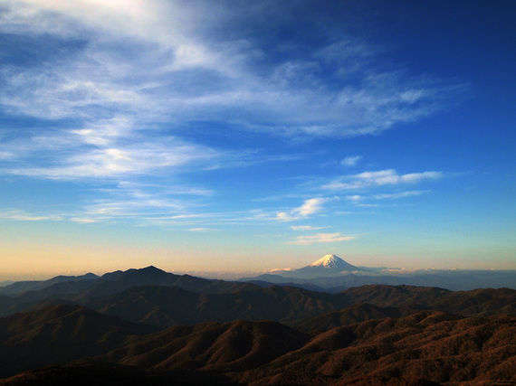 笠取山山頂から望む夜明けの富士山