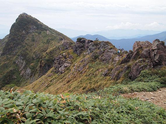 トマの耳とオキの耳までの山道