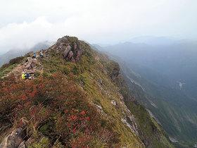オキの耳から一ノ倉岳方面の眺め