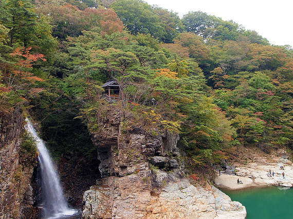 五龍王神社と虹見の滝