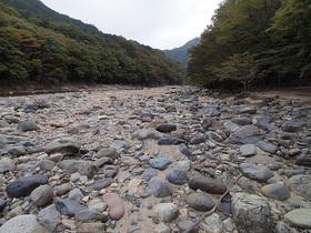 白岩半島の川原