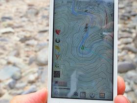 白岩半島でGPSにて現在地確認