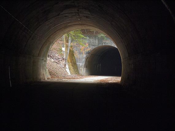 トンネルが続く