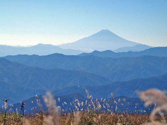 鷹ノ巣山山頂直下の草原からの展望3
