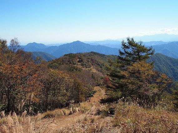 鷹ノ巣山から六ツ石山方面の展望