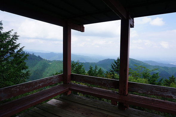 展望台から御岳山、日の出山の眺望