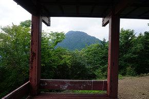 展望台から大岳山を望む