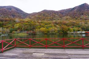 小鳥ヶ島から望む黒檜山、駒ヶ岳