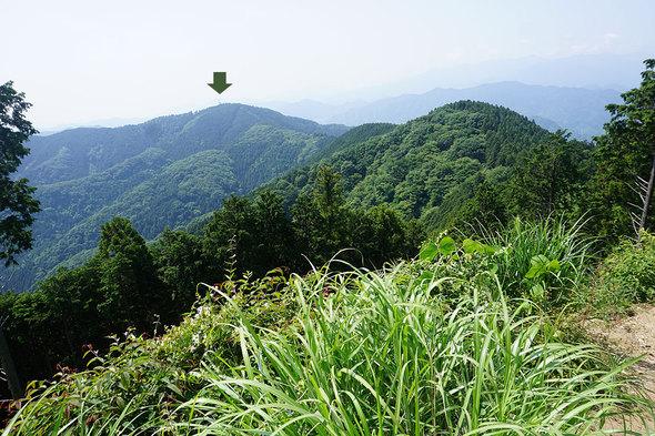 景信山から城山を望む