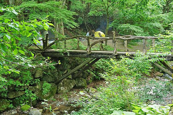 童話の世界みたいな木橋