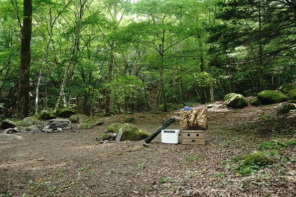一の瀬高原キャンプ場でテント設営の準備
