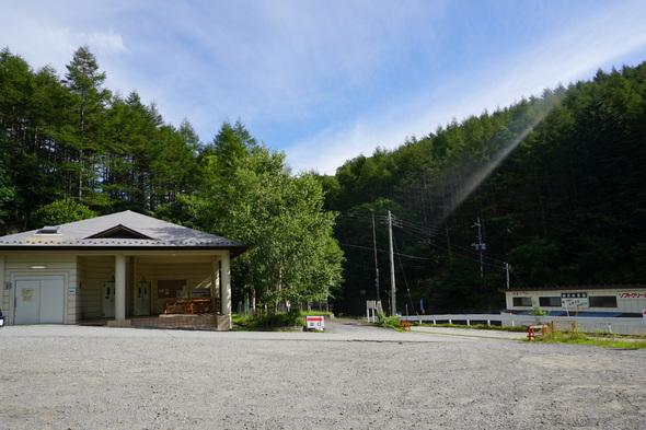 柳沢峠駐車場