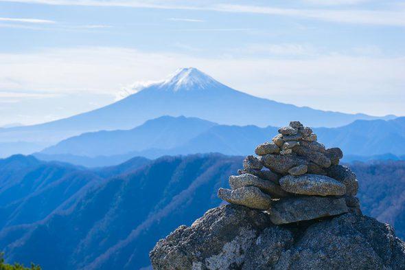 白谷ノ丸のケルンと富士山