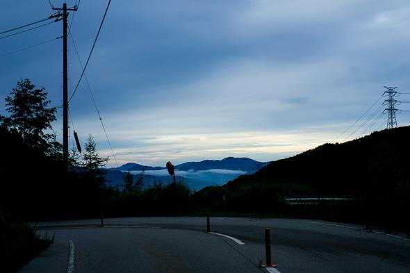 早朝のクリスタルライン(山梨県道219号)