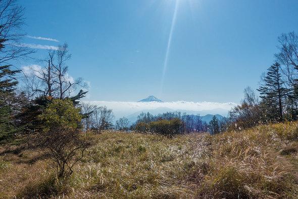 雁ケ腹摺山 山頂13時の眺望