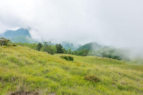 白谷ノ丸から雁ヶ腹摺山方面の展望